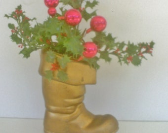 Vintage Christmas Decoration /Santa Boot with Holly / Christmas Arrangment / Retro Floral Arrangement Centerpiece