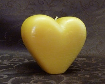 100% Beeswax Upright Heart Candle