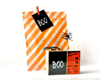 BOO Chalkboard tags and clothespins set gift enclosures. Treat or Trick blackboard gift tags. Party favor embellishments. Boo Spooky tags