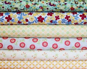 SALE - Retro-Inspired Small Blossom Fabric Bundle -  Fat Quarter Bundle - 6 quarter fat pieces (B306)