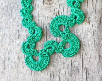 Crochet necklace Swirl shaped Green geometric yarn jewelry Summer fashion Gift for her Handcrafted artisan necklace Costume jewelry Boho