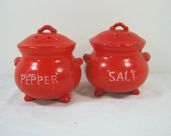 Vintage RED KETTLE SHAKERS Salt Pepper Kitchen Range Set Lego