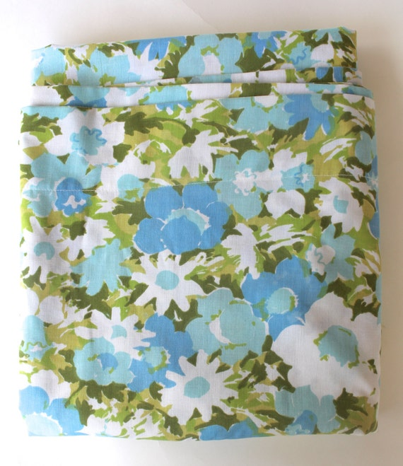 double flat sheet 1970 39 s big flowers blue white and green. Black Bedroom Furniture Sets. Home Design Ideas