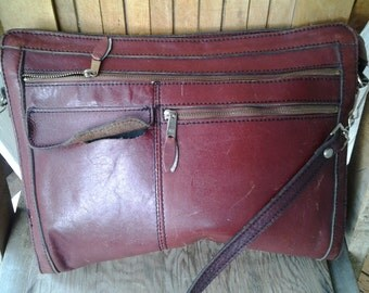 DELIGHT   ///   Maroon 1970s Leather Bag