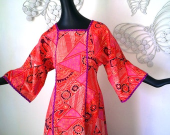 GROOVY Vintage 60s 70s Maxi Caftan Kaftan Hawaiian Barkcloth Tapa Cloth Tribal Print Tiki Oasis Hawaiian Dress Pink Red Purple Hippie Boho S