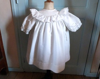 Vintage French white cotton summer girl's dress romantic lawn gown w lace 1950s young girl toddler dress w pearl buttons ruffle collar
