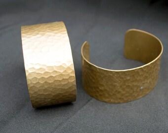 Pair of Vintage Hammered Brass Bronze Bracelets India Jewelry Making Uber Kuchi®