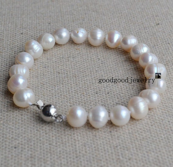 pearl bracelets - 8 inches 9-10mm off white Freshwater Pearl Bracelet,wedding bracelet,mother bracelet,wedding bracelet,bridesmaid braccelet