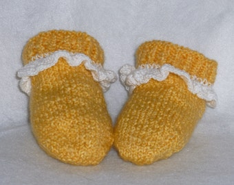 Slippers knit ruffled yellow for little girl