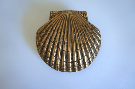 Vintage brass clam shell door knocker nautical brass for Clamshell door