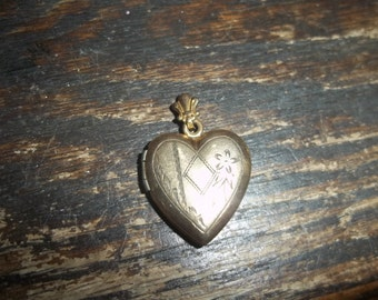 WH 1/20 12kt Gold Puffy Heart Locket