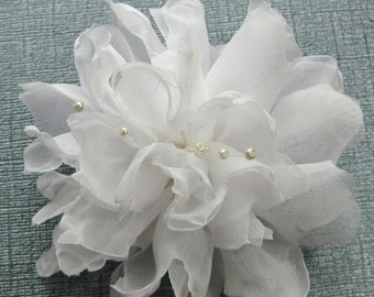 White Bridal Flower Hair Clip, White Floral Fascinator, Bridal Hair accessory