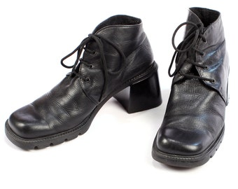 Black GRUNGE Boots 90s Black Lace Up Ankle Oxford Heeled Rugged Sole Booties Insulated Chunky Styable Heel Boots size Us 8.5 , Eur 39 , UK 6