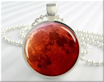 Blood Moon Pendant, Red Moon Pendant, Harvest Moon, Lunar Eclipse Picture Pendant, Resin Picture Jewelry, Moon Pendant, Round Silver (682RS)