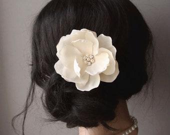 Ivory Champagne Bridal Flower Hairpiece Vintage Wedding Bridal Magnolia Hair Clip Wedding Hair Flower Headpiece Fascinator Pearls Crystals