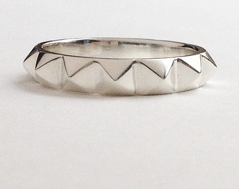Large Pyramid Ring in Sterling silver