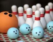 Edible fondant bowling toppers. Bowling fondant toppers. Bowling invitation. Bowling party. Bowling cake.