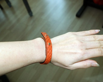 Leather bracelet vermilion color for unisex