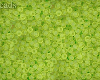Seed beads TOHO 10g size 11/0 Transparent-Frosted Lime Green Nr. 11-4F