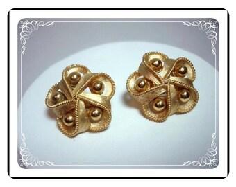 Trifari Goldtone Earrings - Ribbon Bow Bead Clip-on Earrings E321a-04081200