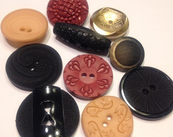 10 piece large odd acrylic button mix, 23-34 mm (11)