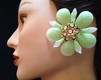 Sale Vintage 1950s Earrings Green Daisy Lucite Clip Rhinestone Earrings- Plastic Earrings 1960s Earrings Mod Earrings Mad Men Earrings