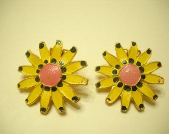 Vintage 1960s Enamel Daisies Clip Earrings (7716)