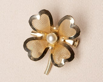 Vintage Four-Leaf Clover Coro Brooch faux Pearl
