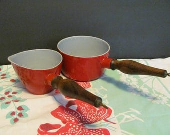 Enameled Cast Iron Saucepots Red Wooden Handle Enamelware