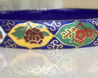 Lovely Vintage Enameled Cloisonné bangle bracelet in a Bright Floral Design 38.3 grams