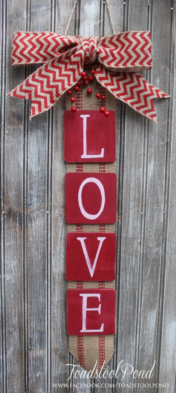 Rustic love valentines wall hanging chevron burlap wreath for Pinterest valentine home decorations