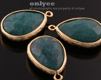 2pcs-19mmX15mm Matte Gold Faceted large tear drop with simple frame pendants-GreenTurky(M307G-N)