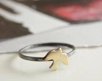 Flying bird ring. Gold tone bird on Silver ring. Minimalist ring. Oxidized hammered ring.