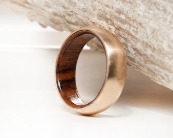 Mens Wedding Band 10K Gold Wood Lined Ring - Staghead Designs