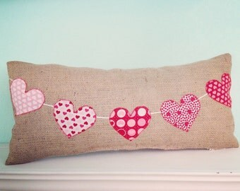 Valentine pillow - Heart Pennant