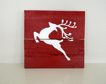 White Reindeer Pallet Art