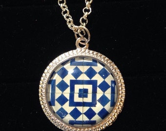 Geometric design necklace
