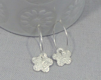 Textured Silver Flower Hoop-Earrings Dainty Hoops-Earrings with charms-Gift for her-Flower Shape Earrings-Birthday gift for mum