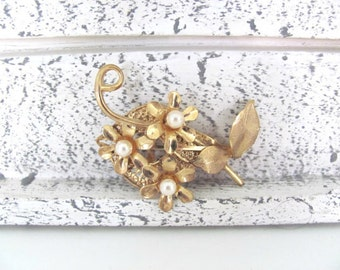 Vintage Flower Brooch, 1960's Gold, Pearl Flower Brooch, Pin, 1960's Brooch, Jewelry