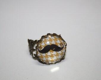 Moustache Cabochon adjustable Ring