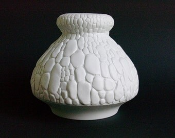 AK Alboth Kaiser matte white porcelain bisque bisquit cobblestone vase West Germany