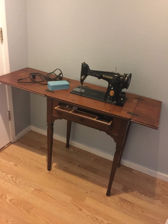1940 singer sewing machine in cabinet