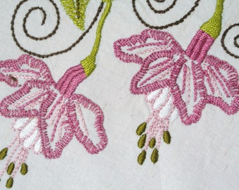 Exellently well done vintage 1970s handmade flat-seam pink/ limegreen fuchsia flower embroidery on light beige cotton canvas curtain coat