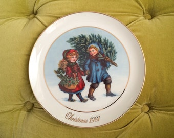 Vintage Avon Plates - Sharing the Christmas Spirit First Edition 1981 Babies Collectible Holiday Home Decor 22K Gold Ceramic Porcelain Plate