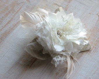 Ivory hair flower Wedding hair flower Rustic wedding Feathers hair clip Ivory hair clip Rustic hair clip Ivory headpiece Ivory lace flower