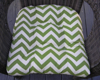 """Indoor / Outdoor 19"""" x """"19 Tufted Wicker Seat Chair Patio Cushion ~ Green and Ivory Chevron Zig Zag"""