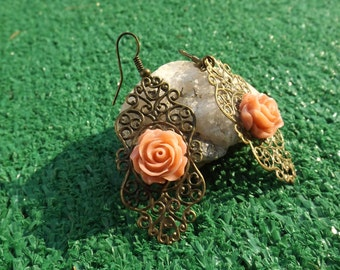 Antique Bronze Filigree Oval Wrap with Beige Rose