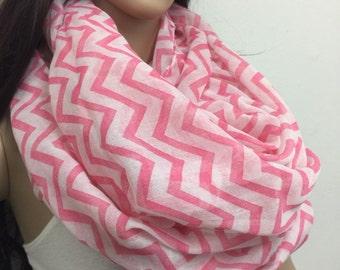 Pink zig zag Infinity scarf , Chunky Infinity Scarf Loop Scarf, women scarf,Chunky lightweight infinity scarfs, Valentine's day gift