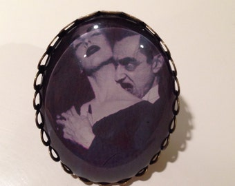 Vampira adjustable ring