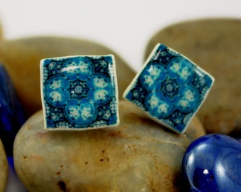 Beautiful litle earrings in turquoise color